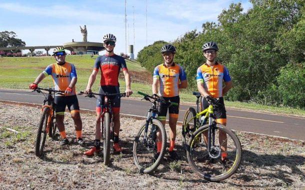 Campeão brasileiro na modalidade de ciclismo visita pista de treinamentos em Santa Helena