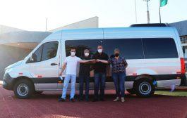 Itaipulândia: Administração adquire mais um veículo (Van) para o transporte de pacientes