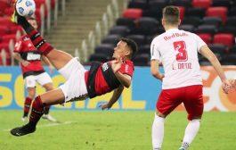 Com gol no fim, Bragantino derruba Flamengo e dorme na liderança do Brasileirão