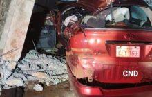 Condutor morre após colidir contra poste quando fugia da polícia