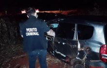 Condutor morre e passageiro fica ferido após capotamento