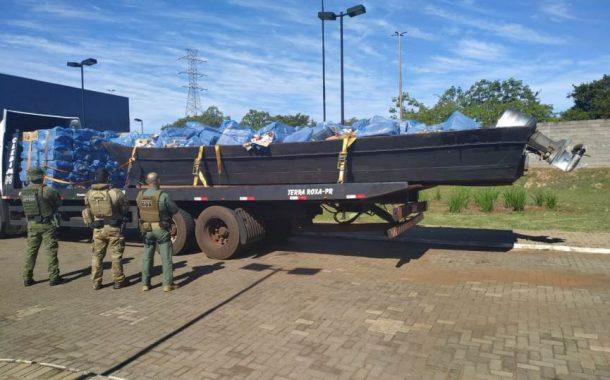 Homem é preso e embarcação carregada com cigarros é apreendida em Santa Helena-PR