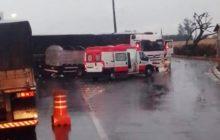 Carreta e caminhão se envolvem em acidente na BR-163 entre Guaíra e Mercedes