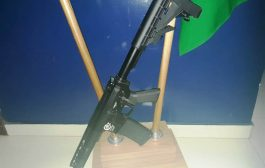 PRF apreende fuzil escondido desmontado em bolsa de mão