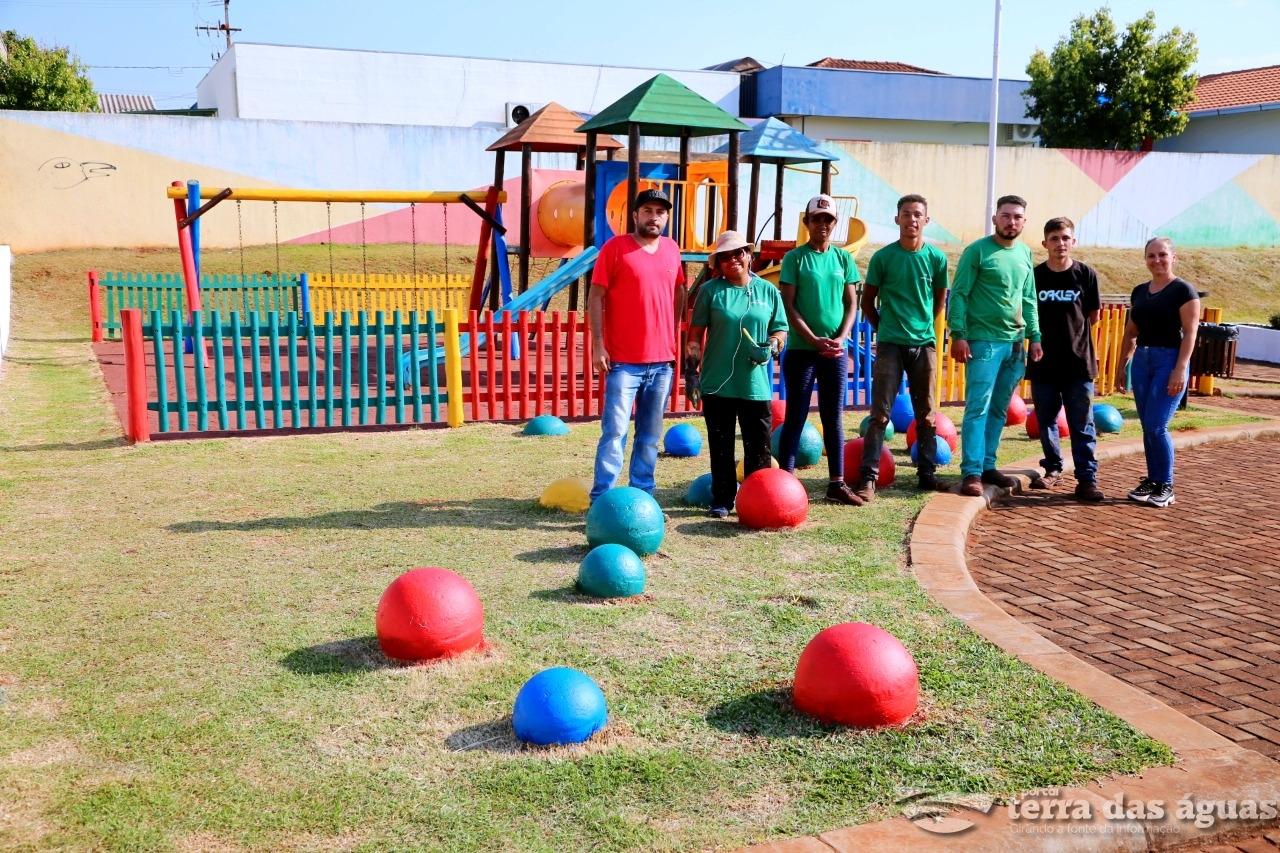Praça no Bairro Floresta recebe melhorias em Itaipulândia