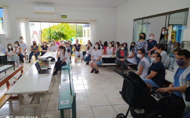 Dia do professor é marcado por homenagens e reflexões sobre a importância da profissão